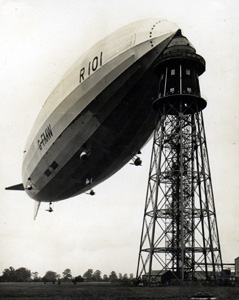The R101 at its mooring mast [Z426/1/18]